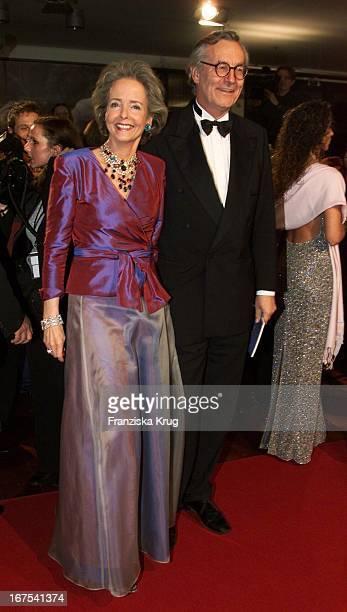 Isa Gräfin Von Hardenberg Und Andreas Graf Von Hardenberg Bei 'Bambi' 2001 Verleihung In Berlin