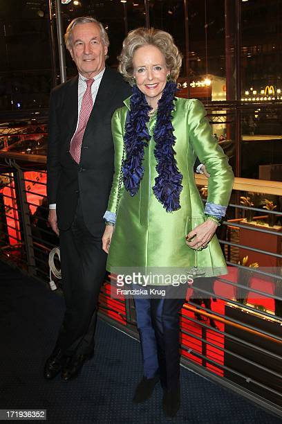 Isa Gräfin Von Hardenberg Und Ehemann Alexander Graf Von Hardenberg Bei Der Party Zum Eröffnungsfilms Farewell My Queen In Berlin