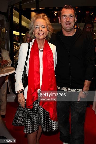 Isa Gräfin Von Hardenberg Und Michael Michalsky Bei Der Präsentation Der Herbst-Winter-Kollektion Von Mcm Bei Der Vogue Fashion'S Night Out In Berlin