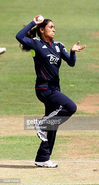 Isa Guha of England bowls during the 3rd Women's NatWest One Day International match between England and New Zealand at the County Ground on July 15...