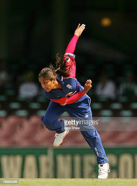 Isa Guha of England bowls during the Fourth Women's One Day International Match between Australia and England held at the Sydney Cricket Ground...