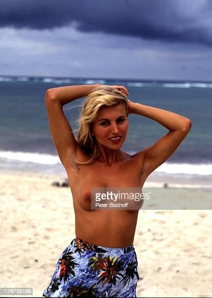 Isa Haller am Rande der Dreharbeiten zum KinoFilm 'Das verrückte Strandhotel' bei TVAusstrahlung umbenannt in 'Dirndljagd am Kilimandscharo' Kenia...