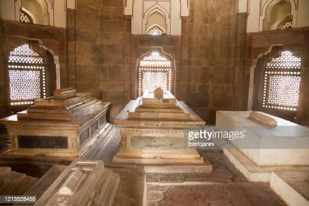 isa khan niyazi's tomb part of the humayun's tomb complex. - fotofojanini foto e immagini stock