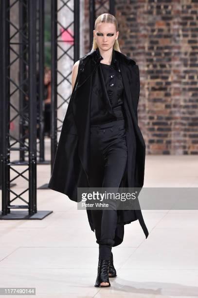 Isa Peerdeman walks the runway during the Ann Demeulemeester Womenswear Spring/Summer 2020 show as part of Paris Fashion Week on September 26, 2019...