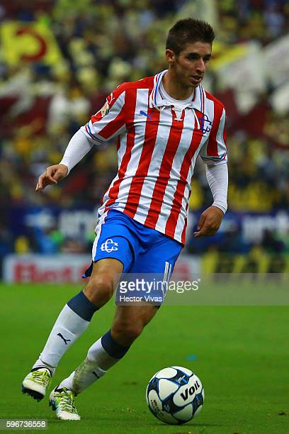 Isaac Brizuela of Chivas drives the ball during the 7th round match between America and Chivas as part of the Torneo Apertura 2016 Liga MX at Azteca...