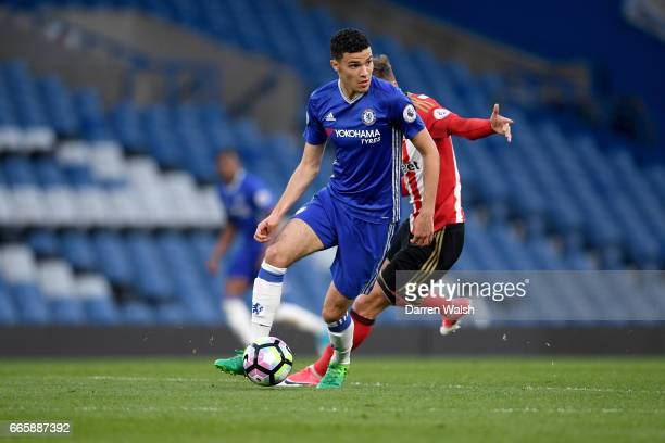 Isaac ChristieDavies of Chelsea and Ethan Robson of Sunderland during a Premier League 2 match between Chelsea and Sunderland at Stamford Bridge on...