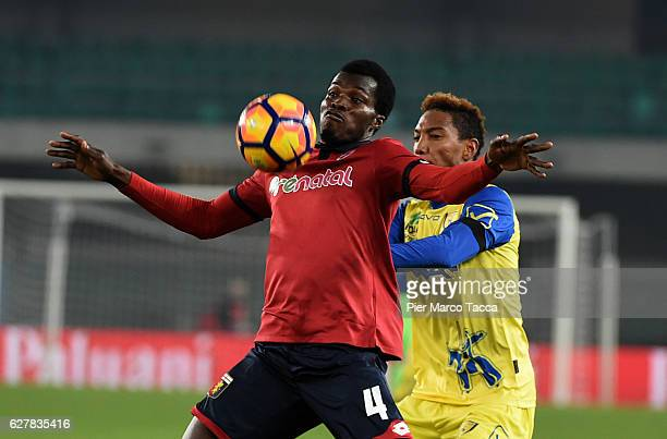 Isaac Cofie of Genoa CFC competes for the ball with Jonathan De Guzman of AC ChievoVerona during the Serie A match between AC ChievoVerona and Genoa...