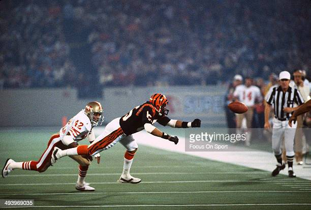 Isaac Curtis of the Cincinnati Bengals can't come up with the catch defended by Ronnie Lott of the San Francisco 49ers during Super Bowl XVI on...