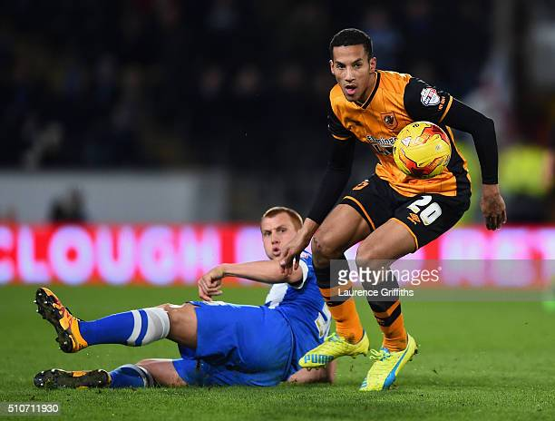 Isaac Hayden of Hull City battles with Steve Sidwell of Brighton and Hove Albionduring the Sky Bet Championship match between Hull City and Brighton...