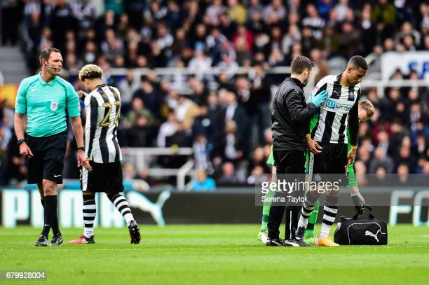 Isaac Hayden of Newcastle United seeks medical attention from Newcastle's Physiotherapist Michael Harding and is substituted during the Sky Bet...