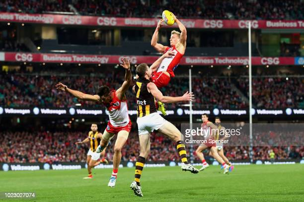 Isaac Heeney of the Swans marks during the round 23 AFL match between the Sydney Swans and the Hawthorn Hawks at Sydney Cricket Ground on August 25...