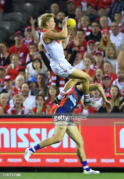Isaac Heeney of the Swans marks during the round one AFL match between the Western Bulldogs and the Sydney Swans at Marvel Stadium on March 23 2019...