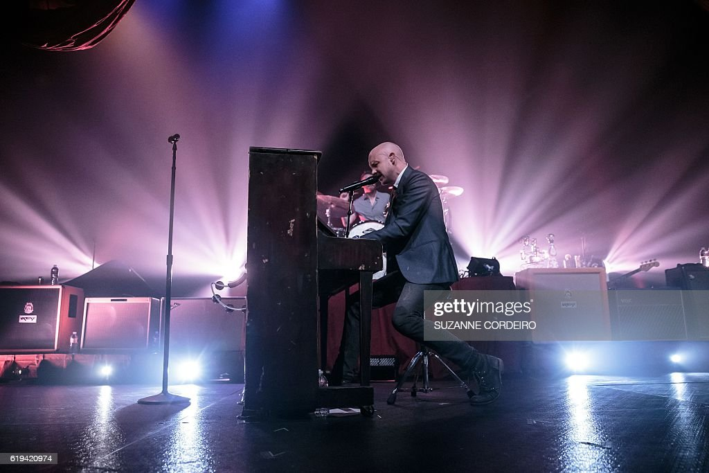 Isaac Slade of The Fray performs live in concert at ACL Live at the Moody Theater on October 30, 2016 in Austin, Texas. / AFP / SUZANNE