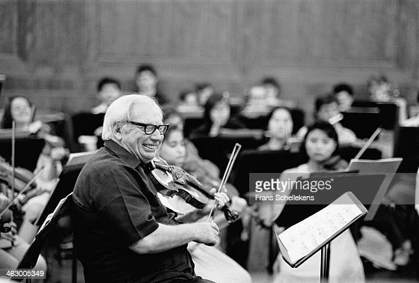 Isaac Stern, violin, during a class at the Conservatory at Philadelphia, USA on 28th March1990.