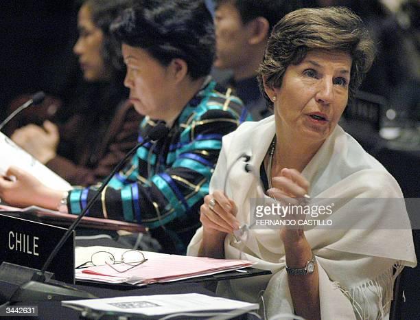 Isabel Allende senadora chilena e hija del ex presidente socialista fallecido Salvador Allende habla durante la reunion de mujeres parlamentarias en...