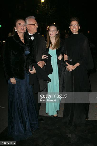 Isabel Beatty Annette Bening and guests arrive to attend the '2014 Debutantes Ball' at Theatre National de Chaillot on November 29 2014 in Paris...