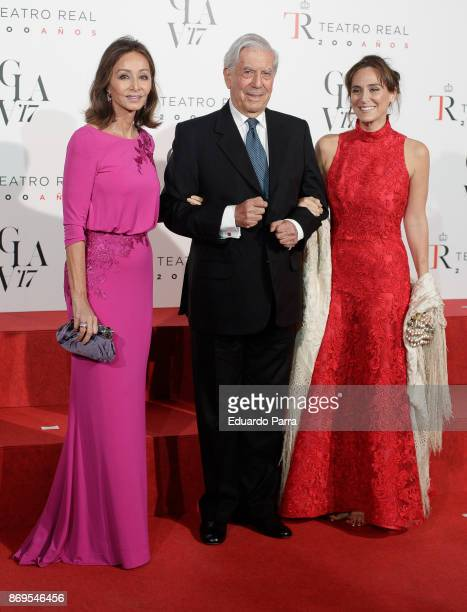 Isabel Preysler writer Mario Vargas Llosa and Tamara Falco attend the '20th anniversary gala' photocall at Royal Theatre on November 2 2017 in Madrid...