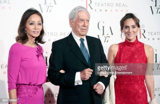 Isabel Preysler writer Mario Vargas Llosa and Tamara Falco attend the '20th anniversary gala' photocall at Royal Theatre on November 2 2017 in Madrid...