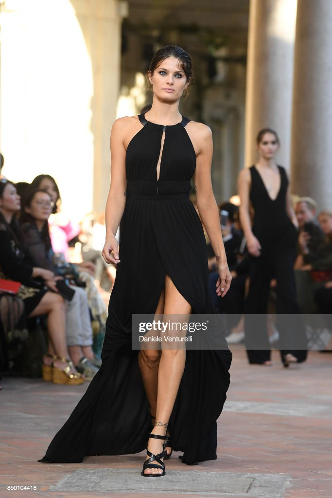 Isabeli Fontana walks the runway at the Alberta Ferretti show during Milan Fashion Week Spring/Summer 2018 on September 20, 2017 in Milan, Italy.