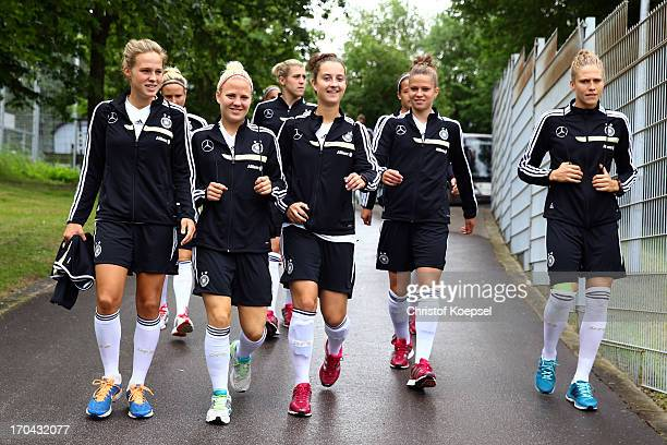 Isabell Linden Leonie Maier Sara Daebritz Melanie Leupolz and Kim Kulig during the training session of Women's Team Germany at training ground...
