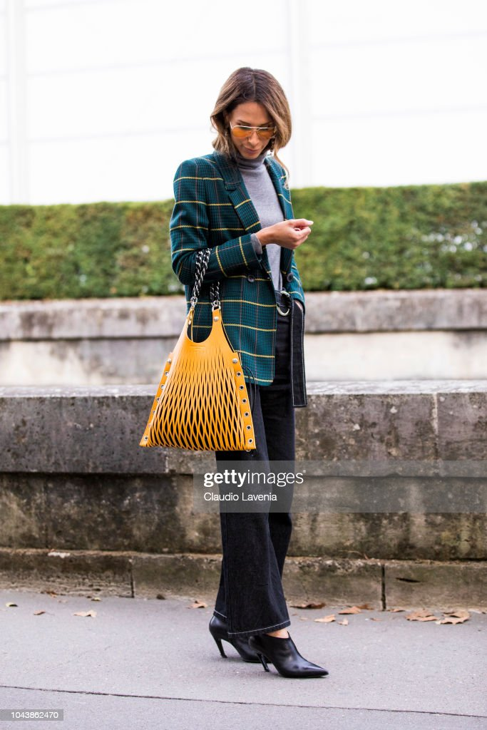 Street Style : Paris Fashion Week Womenswear Spring/Summer 2019 : Day Seven : News Photo