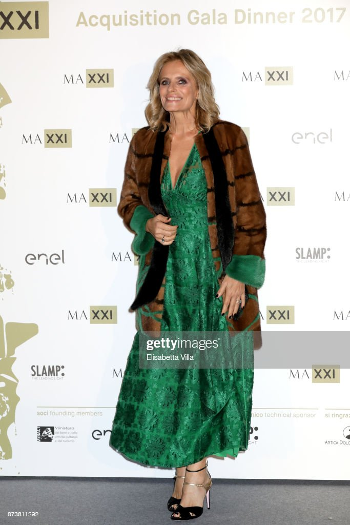 Isabella Ferrari attends MAXXI Acquisition Gala Dinner 2017 at Maxxi on November 13, 2017 in Rome, Italy.