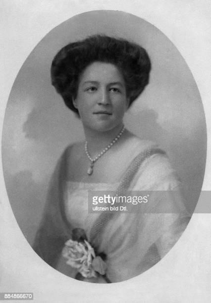 Isabella Hedwig Franziska Natalia Prinzessin von CroÿDülmen Erzherzogin von ÖsterreichTeschen Atelier Kosel Originalaufnahme im Archiv von ullstein...