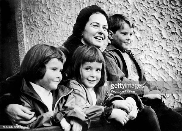 Isabella Rossellini Isotta Ingrid Rossellini Roberto Ingmar Rossellini and their mother Ingrid Bergman on February 13 1958 in Cortina d'Ampezzo Italy