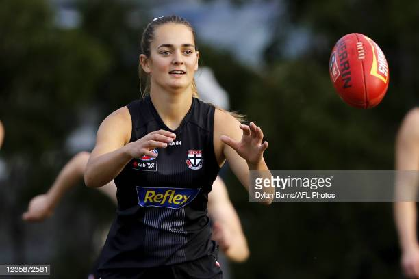 Isabella Shannon of the Saints in action during the St Kilda training session at RSEA Park on October 14, 2021 in Melbourne, Australia.