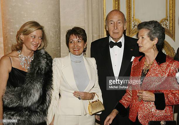 Isabelle Barnier AnneMarie Raffarin Valery Giscard D'Estaing and AnneAymone Giscard d'Estaing attend the Fondation Pour L'Enfance Ball at the Palais...