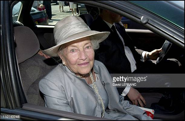 Isabelle d Orleans countess of Paris celebrates her 90th birthday with family at Eu castle in Ville d Eu France on August 13 2001