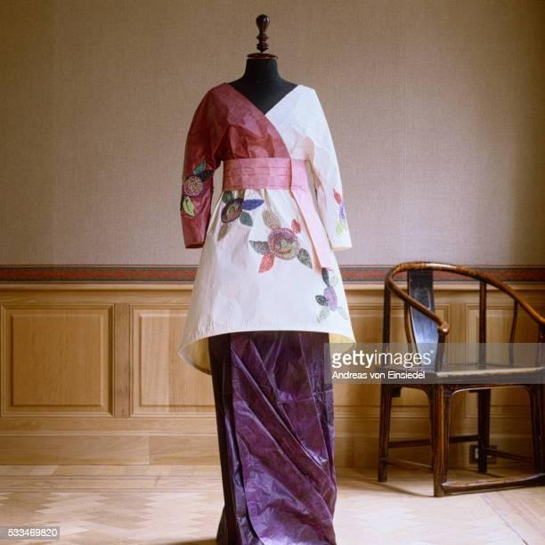 Isabelle de Borchgrave paper dresses