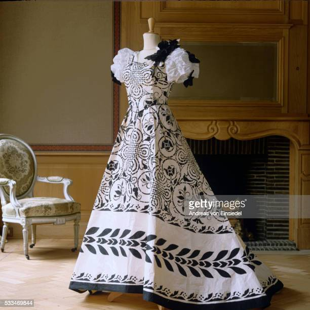 isabelle de borchgrave paper dresses - evening gown stock pictures, royalty-free photos & images