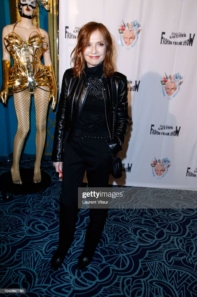 isabelle-huppert-attends-the-fashion-freak-show-as-part-of-the-paris-picture-id1042697180