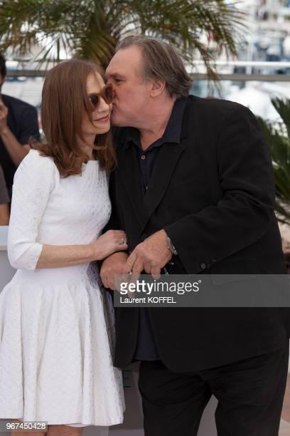Isabelle Huppert et Gérard Depardieu lors du photocall du film 'Valley of Love' pendant le 68eme Festival du Film Annuel au Palais des Festivals le...