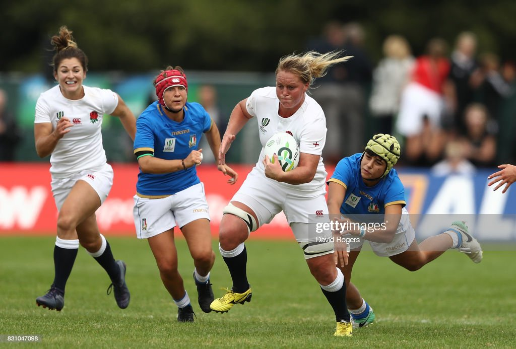 Isabelle Noel-Smith of England makes a break during the Women's Rugby World Cup 2017 between England and Italy on August 13, 2017 in Dublin, Ireland.
