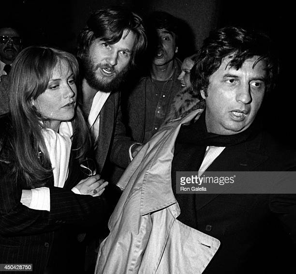 Isabelle Ruppert Jeff Bridges Sam Waterston Susan Bridges and Michael Cimino attend the premiere of Heaven's Gate on November 18 1980 at Cinema I in...