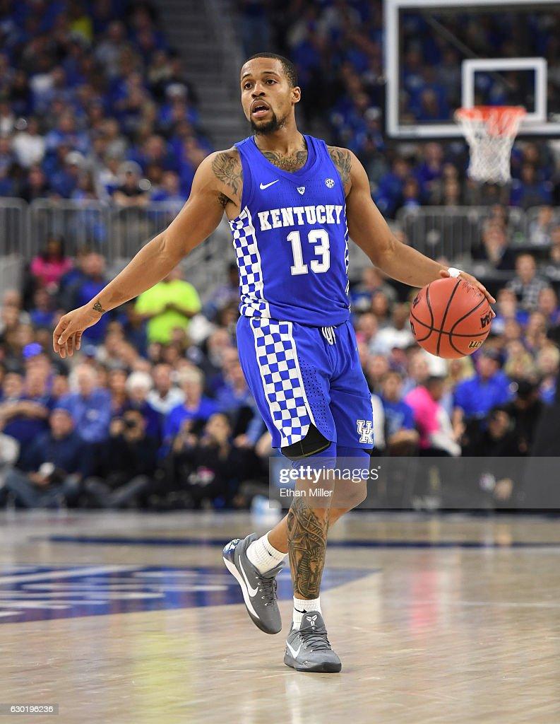 2016 CBS Sports Classic - Kentucky v North Carolina : News Photo