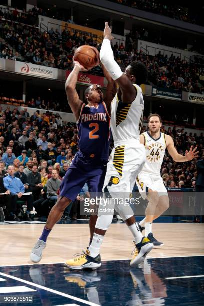 Isaiah Canaan of the Phoenix Suns shoots the ball during the game against the Indiana Pacers on January 24 2018 at Bankers Life Fieldhouse in...