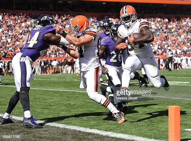 Isaiah Crowell carries the ball for a touchdown in front of Darian Stewart of the Baltimore Ravens and Jordan Cameron of the Cleveland Browns during...