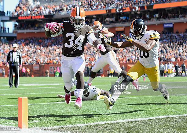 Isaiah Crowell of the Cleveland Browns carries the ball for a touchdown in front of Cortez Allen of the Pittsburgh Steelers during the second quarter...