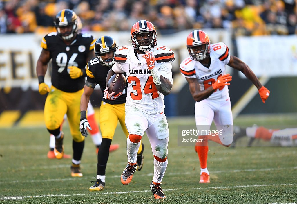 Isaiah Crowell #34 of the Cleveland Browns rushes against the Pittsburgh Steelers in the fourth quarter during the game at Heinz Field on January 1, 2017 in Pittsburgh, Pennsylvania.