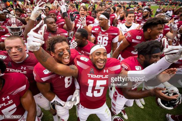 Isaiah Graham-Mobley, Ty Mason and the rest of the Temple Owls celebrate after the game against the Maryland Terrapins at Lincoln Financial Field on...