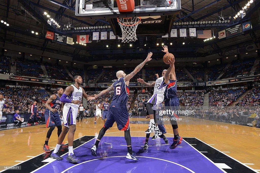 Isaiah Thomas #22 of the Sacramento Kings takes the ball to the basket against the Atlanta Hawks at Sleep Train Arena on November 5, 2013 in Sacramento, California.