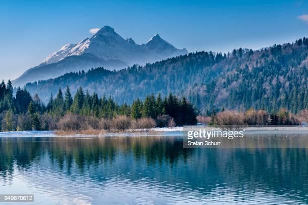 isar reservoir with alpspitze in winter, near kruen, werdenfelser land, upper bavaria, district of garmisch partenkirchen, germany - krün stock pictures, royalty-free photos & images