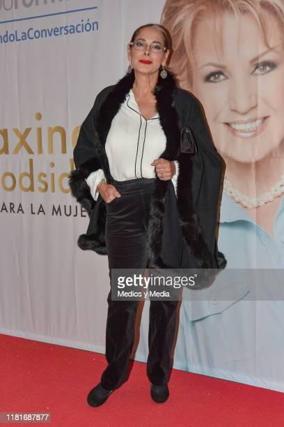 Isaura Espinoza poses for photos during 'Todo para la mujer' 30° Anniversary Red Carpet at Live Aqua Hotel October 16 2019 in Mexico City Mexico