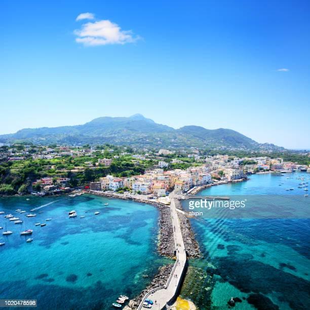 île d'ischia en italie - mer tyrrhénienne photos et images de collection