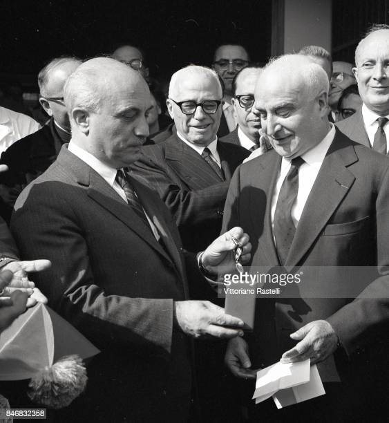 Ischia Italia September 1962 Italian PM Amintore Fanfani presents a prize to publisher and film producer Angelo Rizzoli