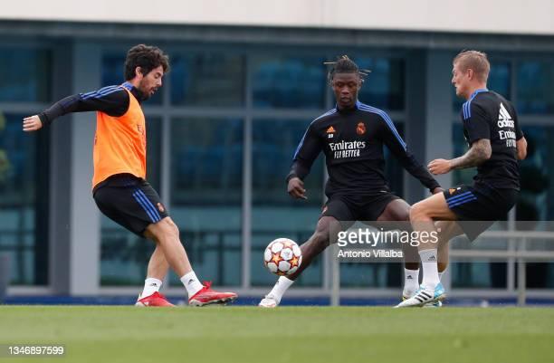 Isco Alarcón and Eduardo Camavinga of Real Madrid are training with teammate Toni Kroos at Valdebebas training ground on October 16, 2021 in Madrid,...