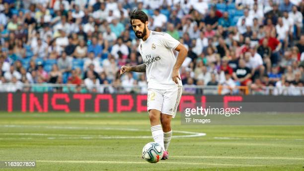 Isco Alarcon of Real Madrid controls the ball during the La Liga match between Real Madrid and Real Valladolid at Estadio Santiago Bernabeu on August...